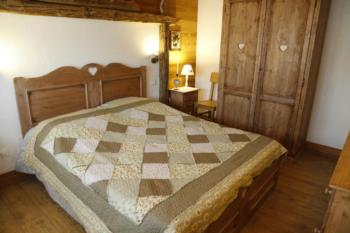 Camera di un appartamento in affitto per vacanze in relax in Carnia