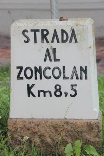 Segnaletica sulla Strada che porta al Monte Zoncolan