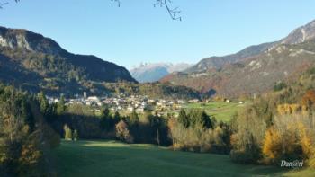 Vista da Raveo sullo sfondo Crostis e Monte Coglians